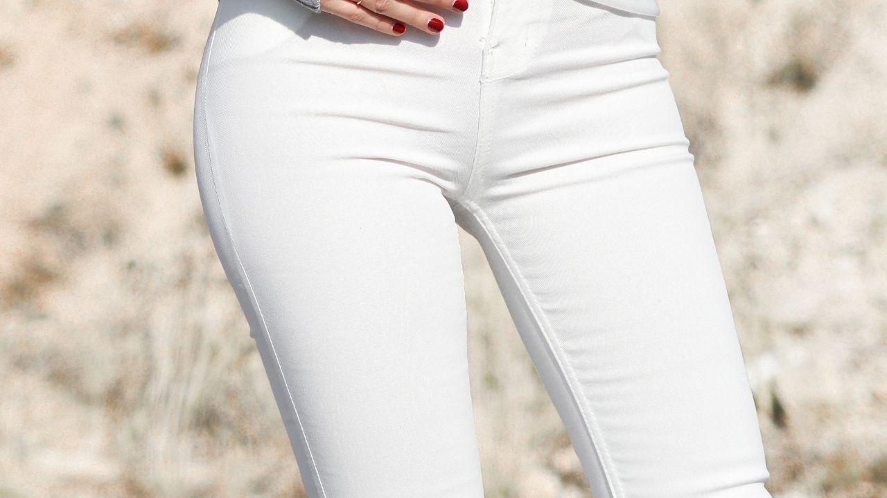 jeans bianco tendenza moda 2021