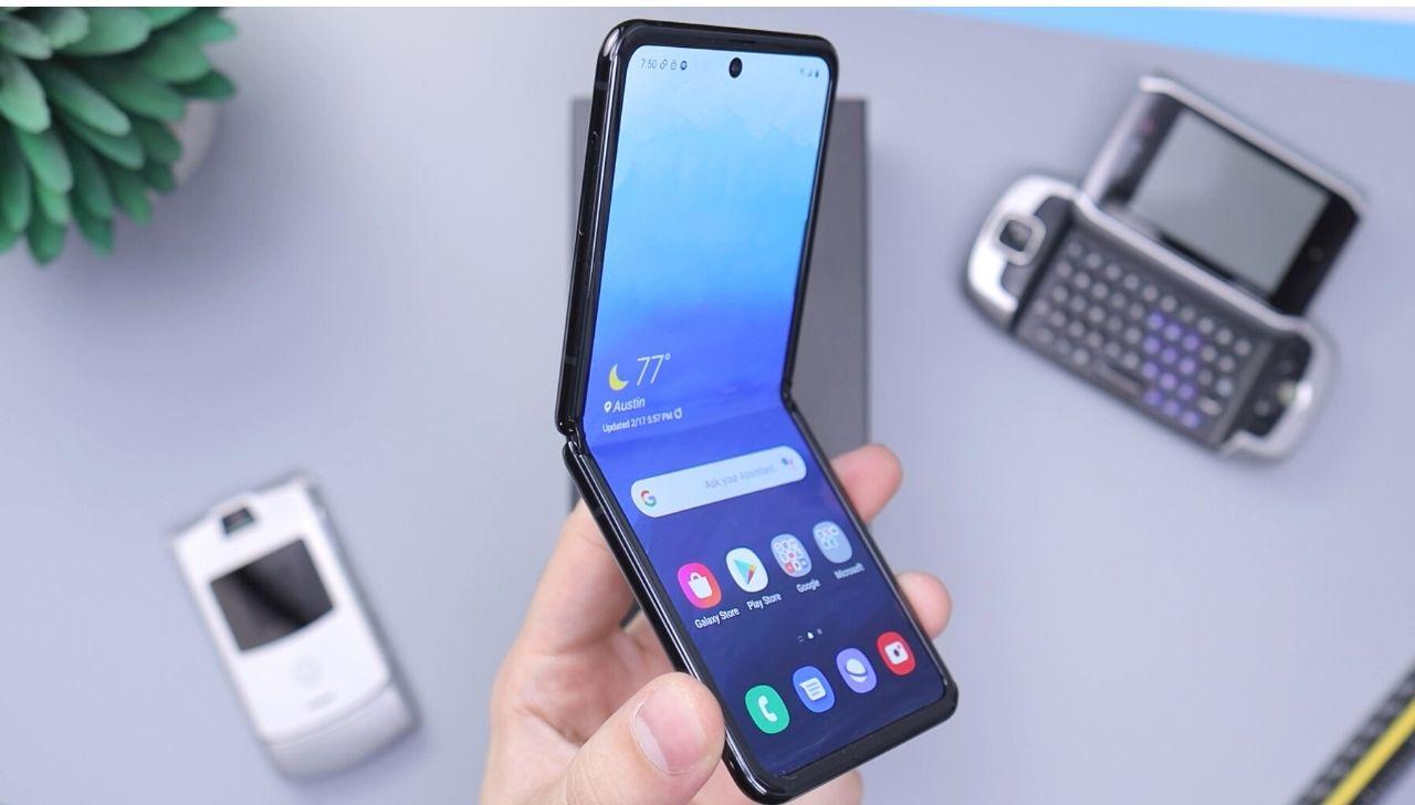 Uno smartphone pieghevole